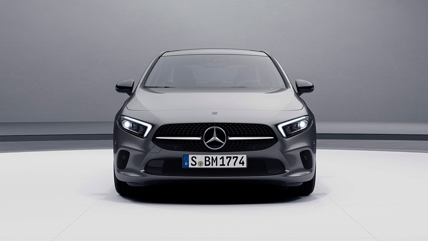 Автомобіль Mercedes-Benz A-Class Sedan вид спереду