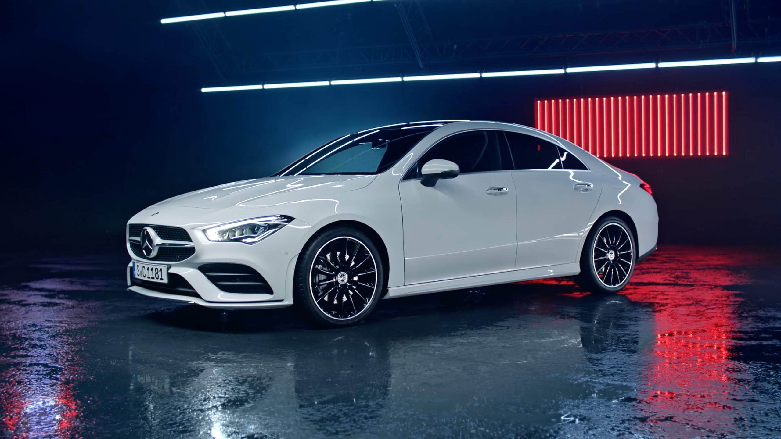 Автомобиль Mercedes-Benz CLA Coupe вид спереду