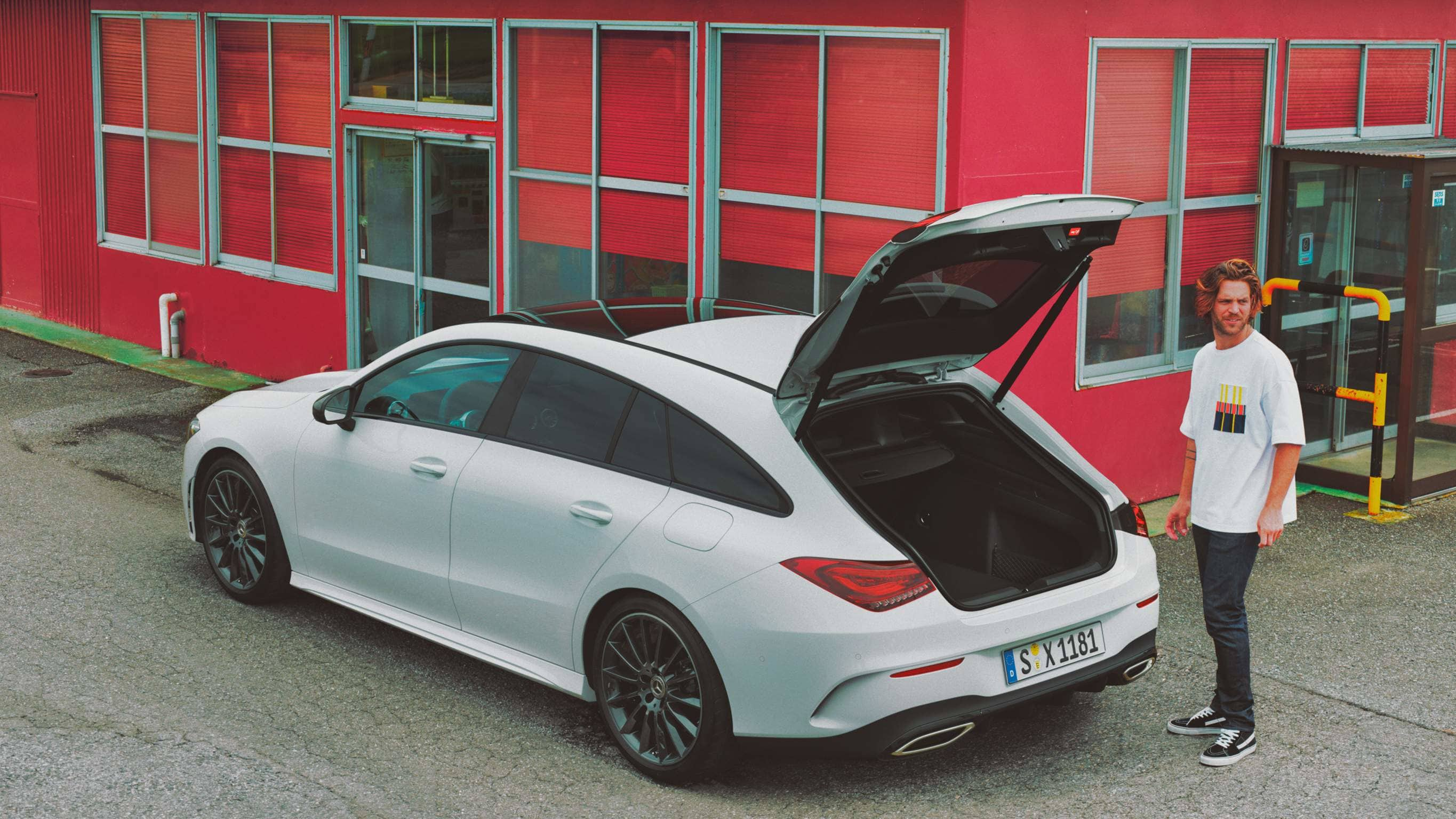 Новий автомобіль Mercedes-Benz CLA Shooting Brake екстер'єр