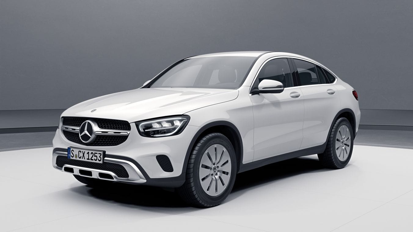 Новый Mercedes-Benz GLC Coupe белого цвета