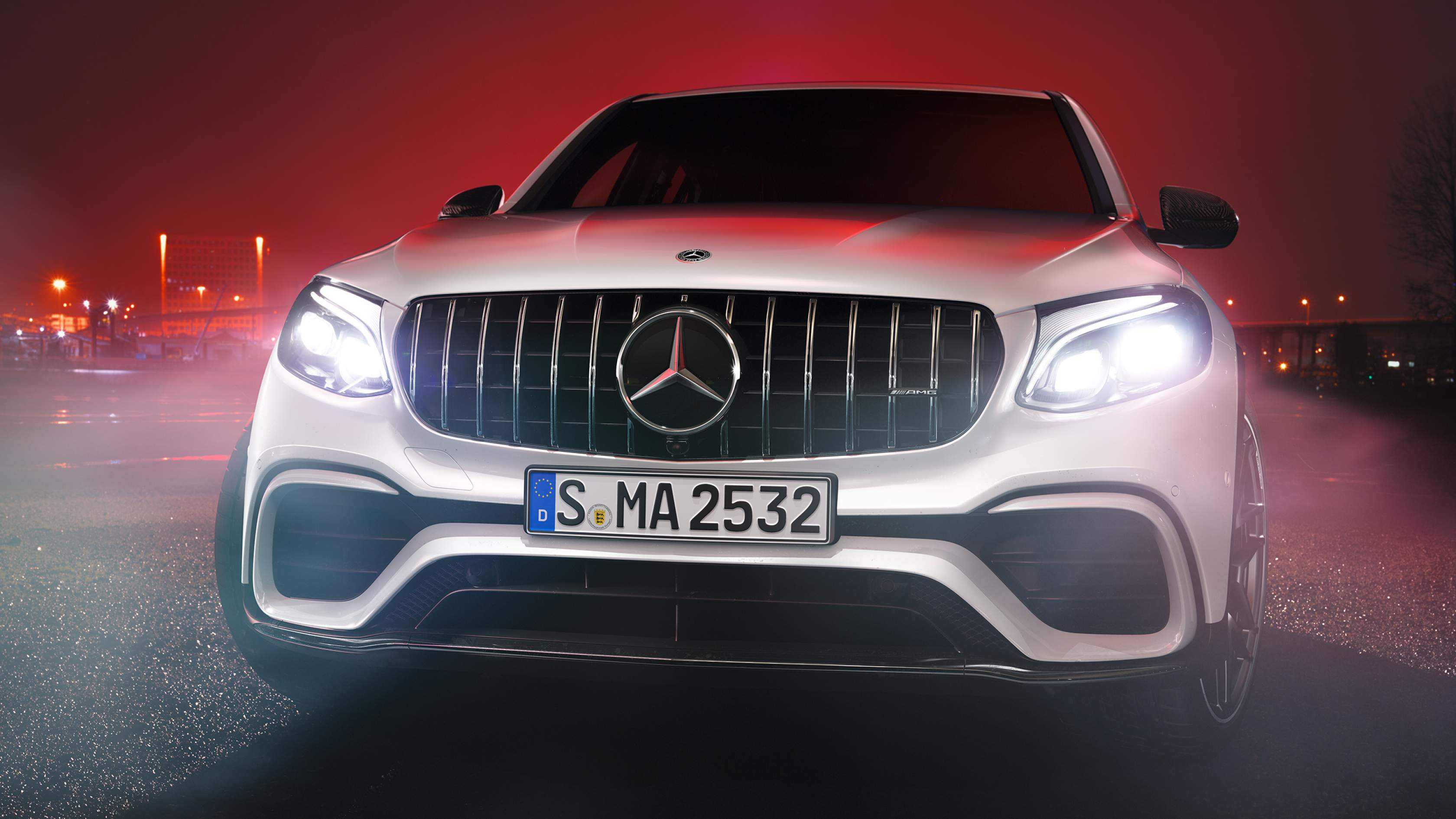 Новый автомобиль mercedes benz AMG GLC Coupe 63 S 4MATIC передняя часть