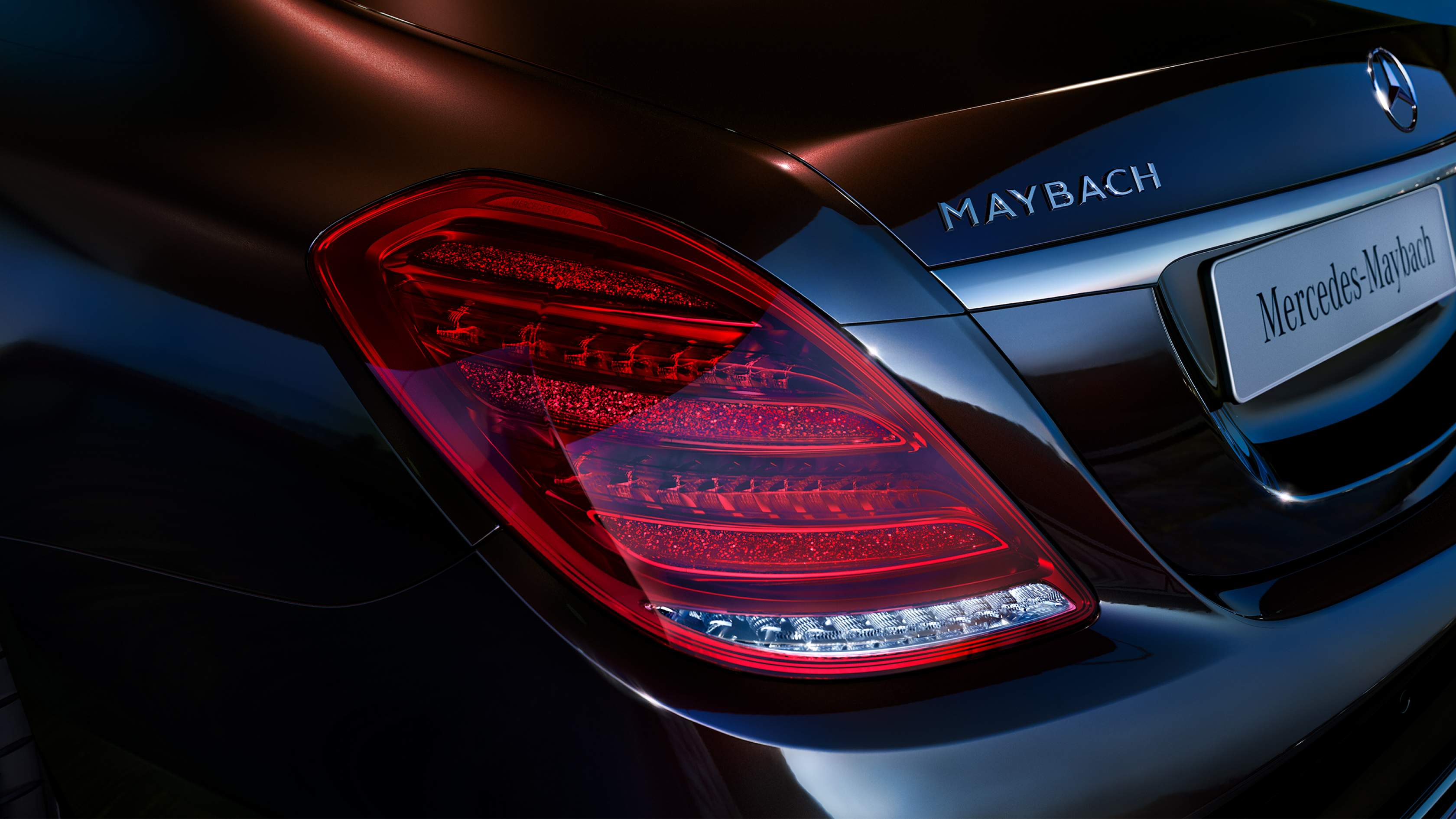Новый автомобиль Mercedes-Maybach задняя фара