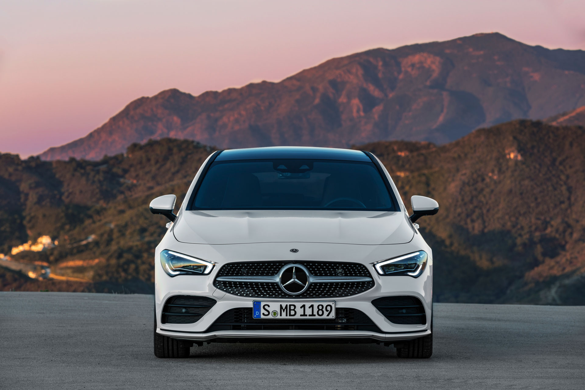 Новый Mercedes-Benz CLA Shooting Brake вид спереди