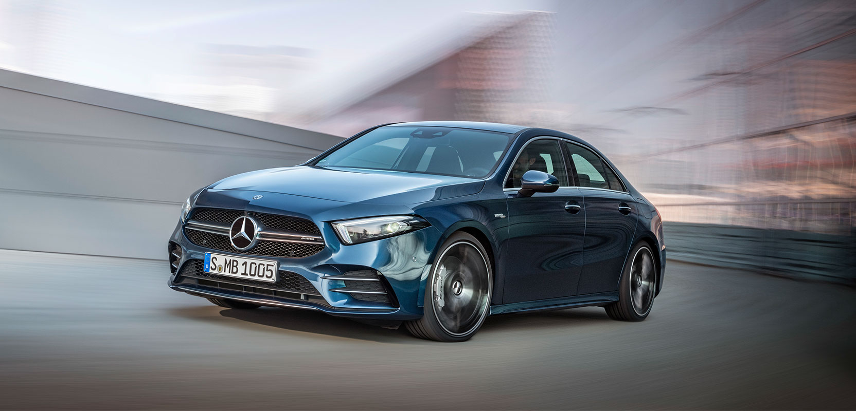 Спортивний седан Mercedes-AMG A 35 4MATIC Saloon 2019 офіційно представлений в мережі