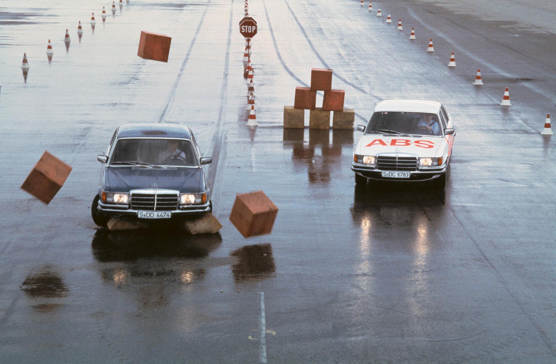 Как Mercedes-Benz создают стандарты активной безопасности