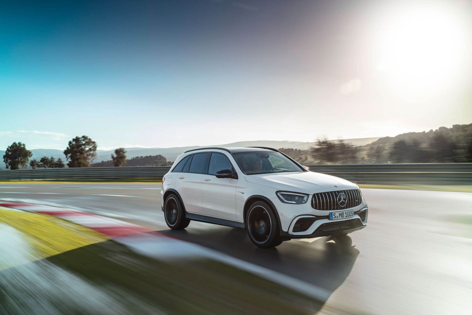 Новый Mercedes-AMG GLC 63 S 4MATIC вигляд збоку