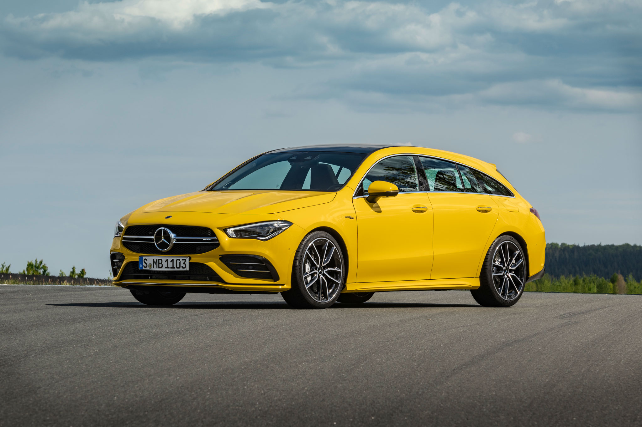 Mercedes-AMG CLA 35 Shooting Brake вид спереду