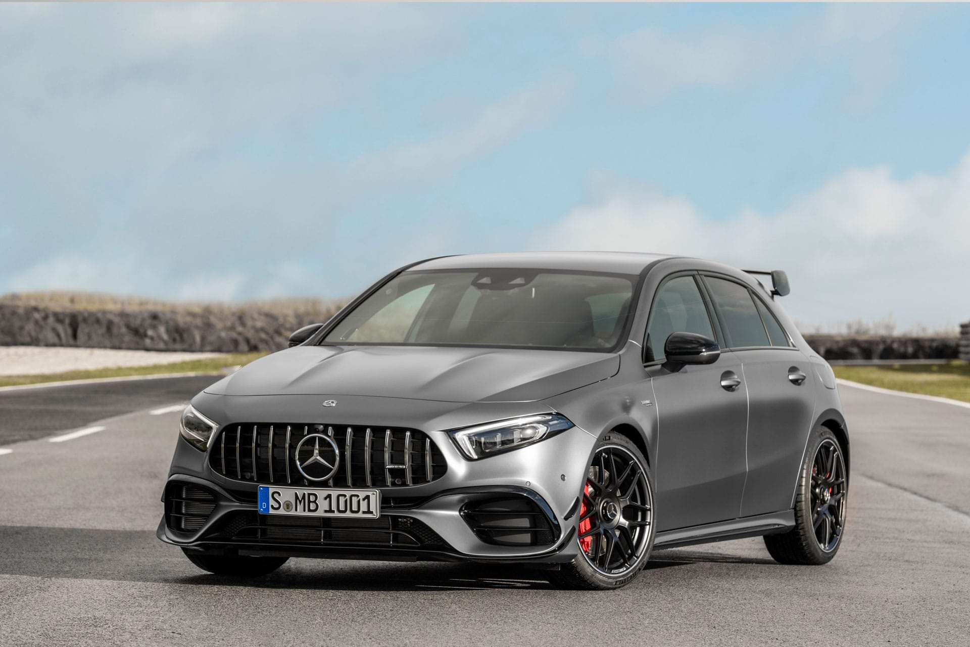 Mercedes-AMG A 45 S 4MATIC вид спереду