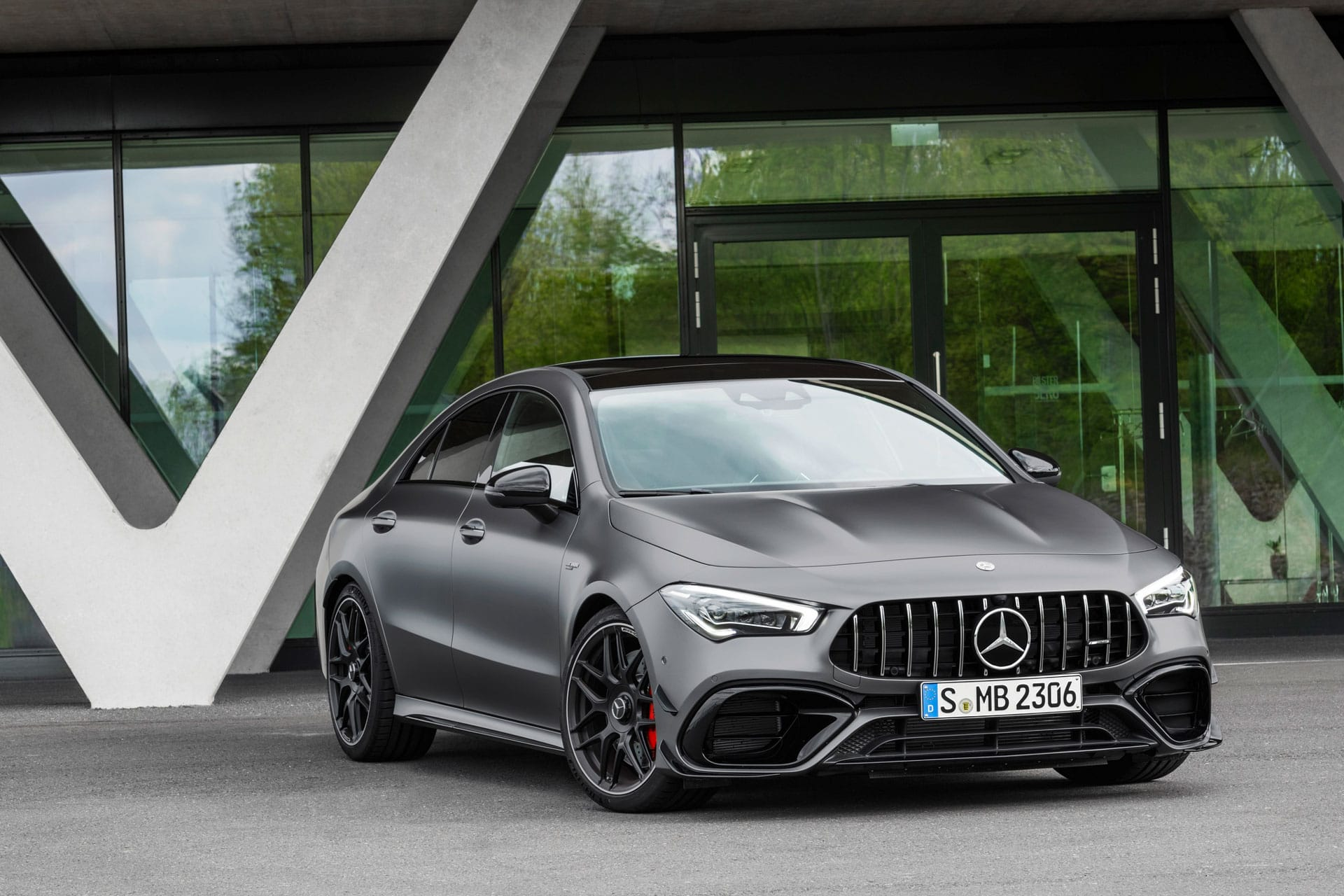 Mercedes-AMG CLA 45 4MATIC вид спереду