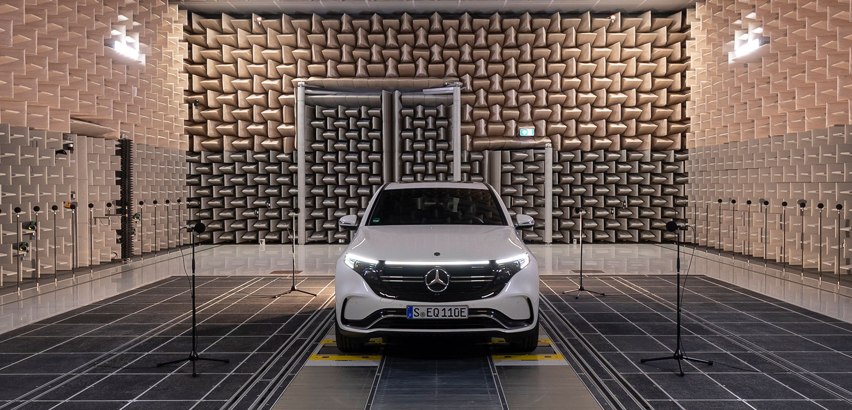 Mercedes–Benz EQC будет имитировать звук классического двигателя – в ЕС вводят новый закон
