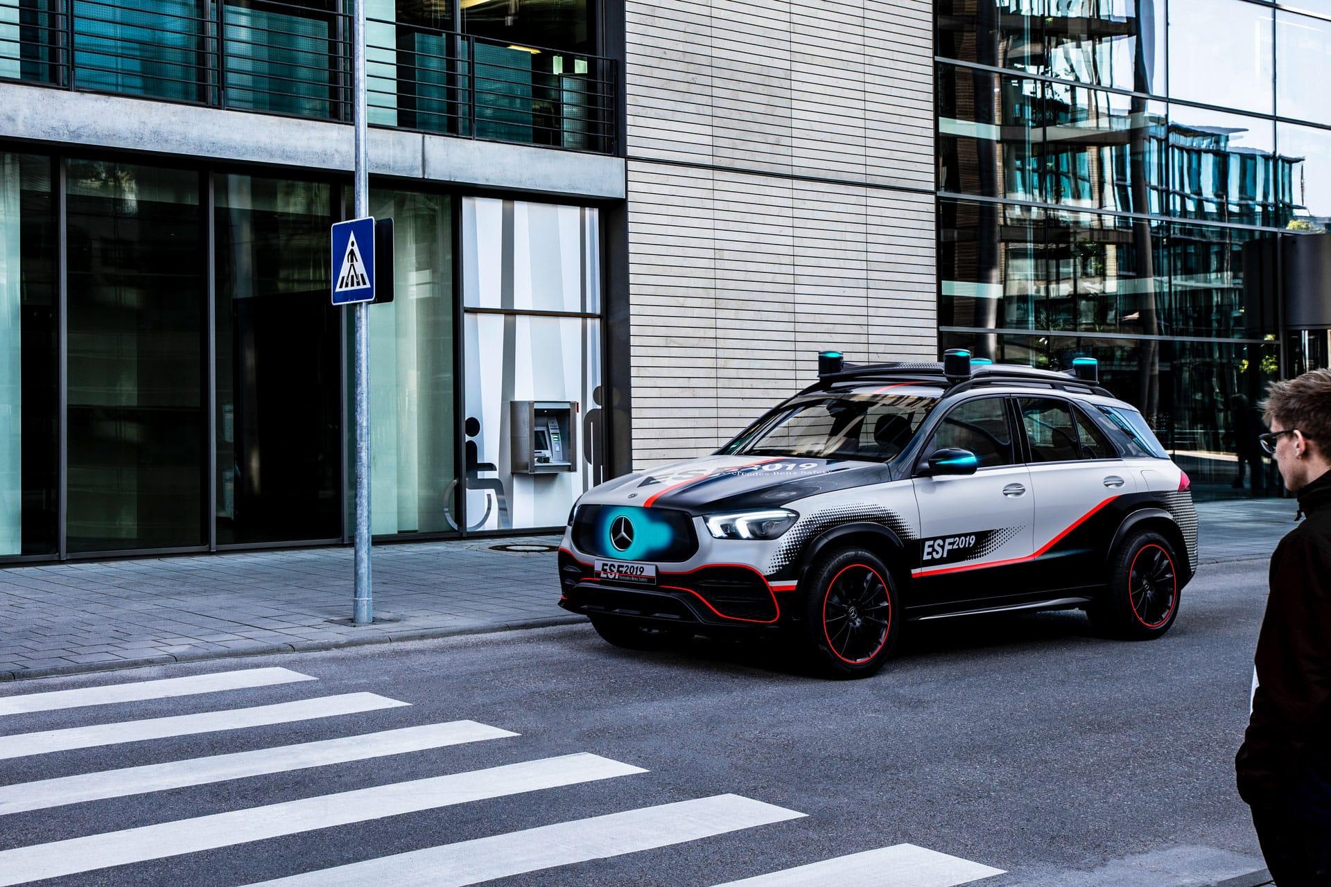 Mercedes-Benz представив ESF 2019: концепт безпечного автомобіля