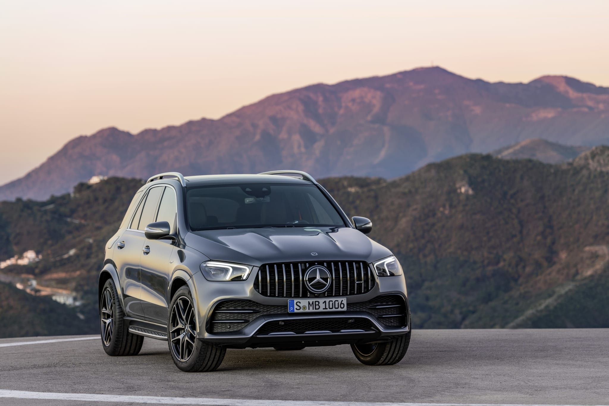 Модель MERCEDES-AMG GLE 53 4MATIC + поступает в продажу в Европе