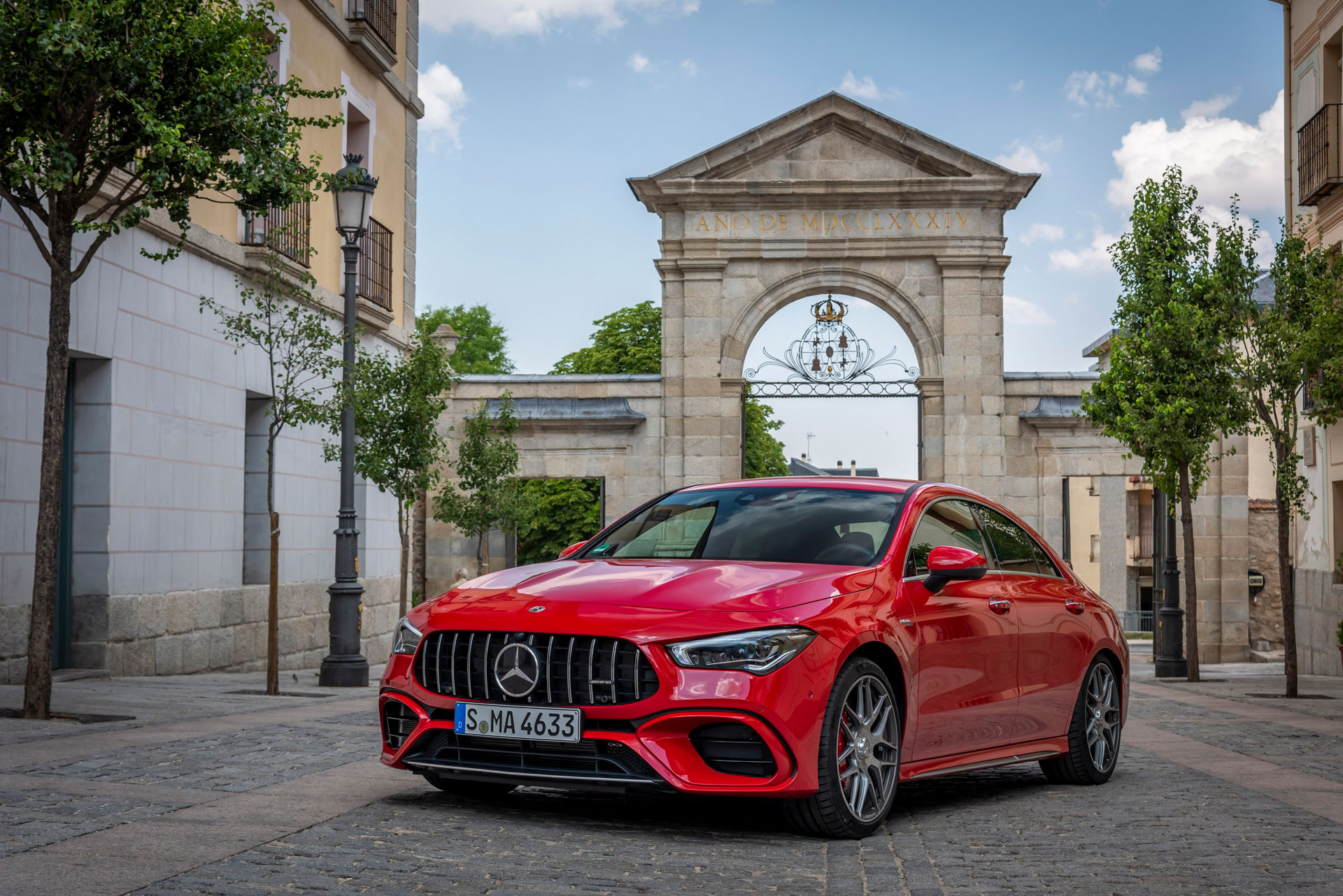 Автомобиль Mercedes-Benz CLA Coupe вид спереди