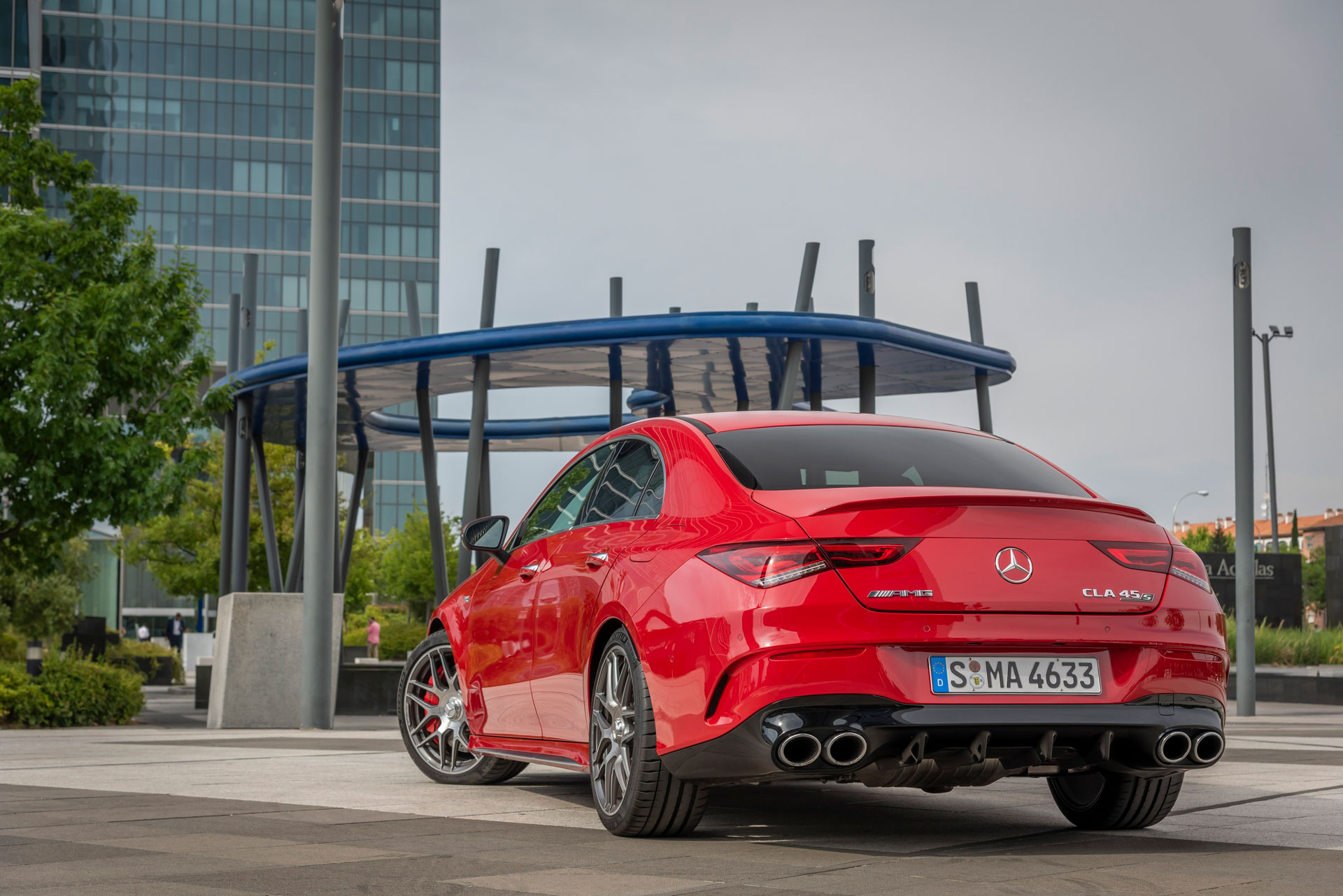Автомобиль Mercedes-Benz CLA Coupe вид сзади