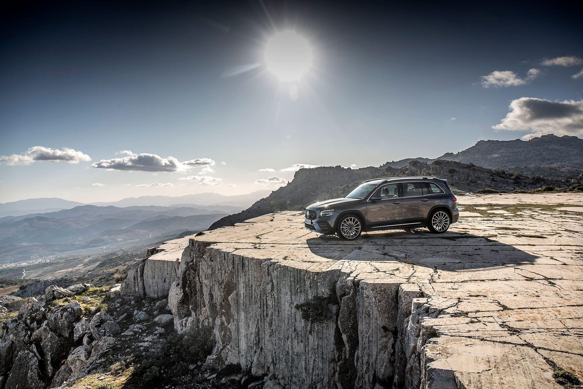 Mercedes-AMG GLB 35 4MATIC - нове покоління компактних позашляховиків