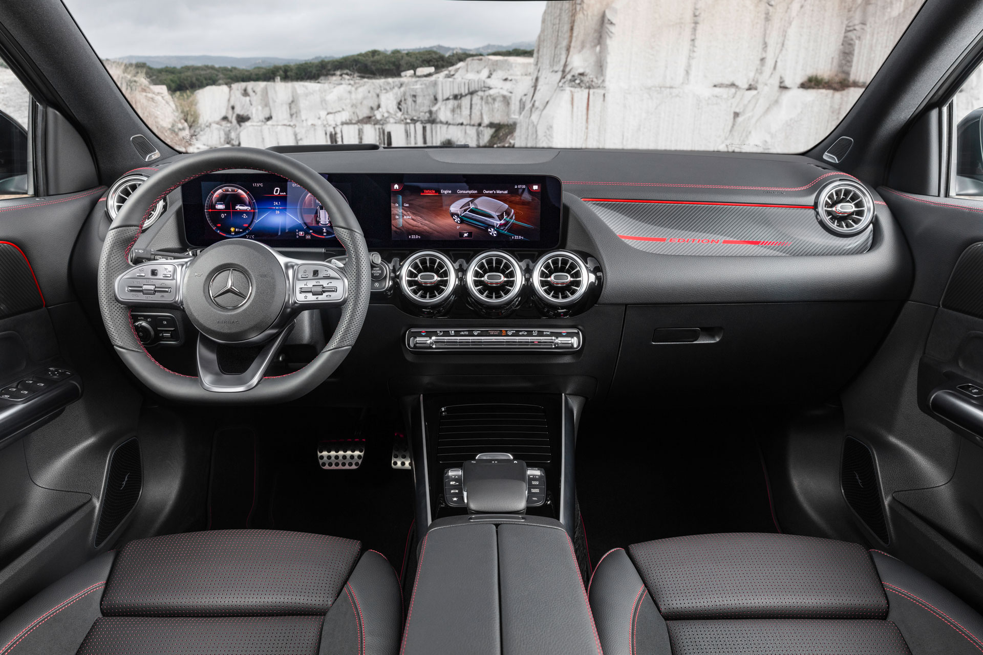 Новый Mercedes-Benz GLA интерьер