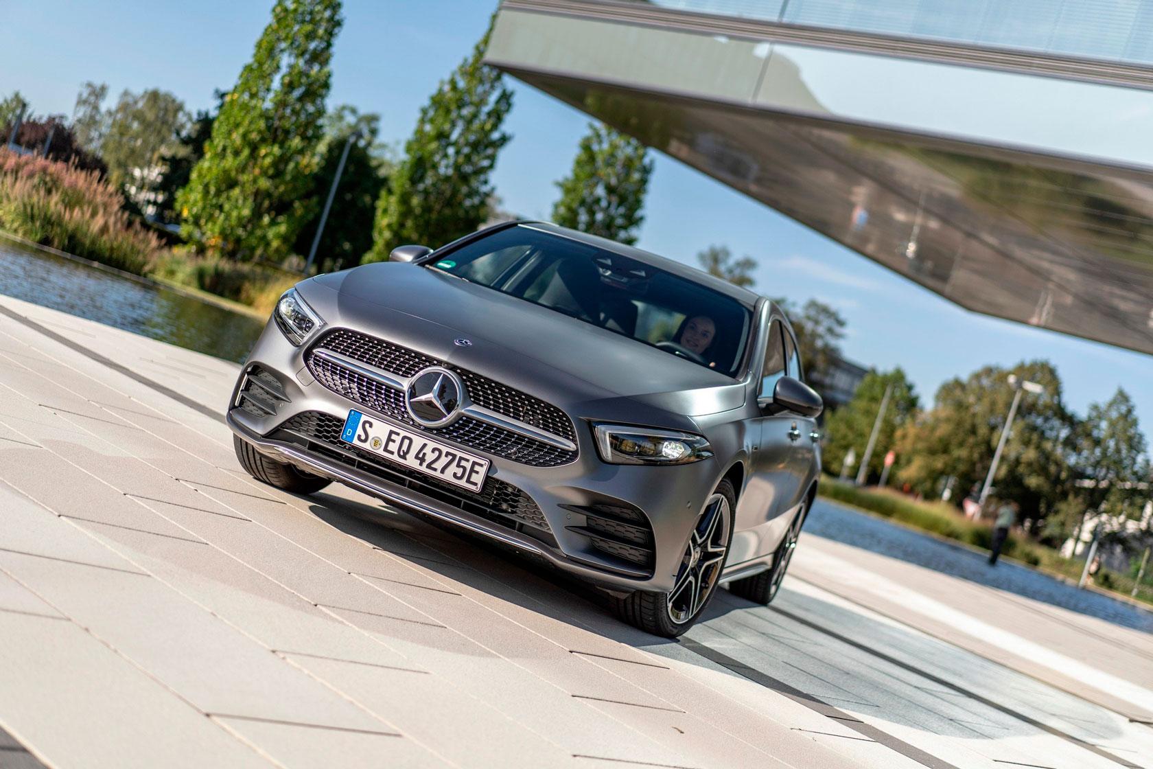 Mercedes-Benz A 250 е офіційний початок поставок