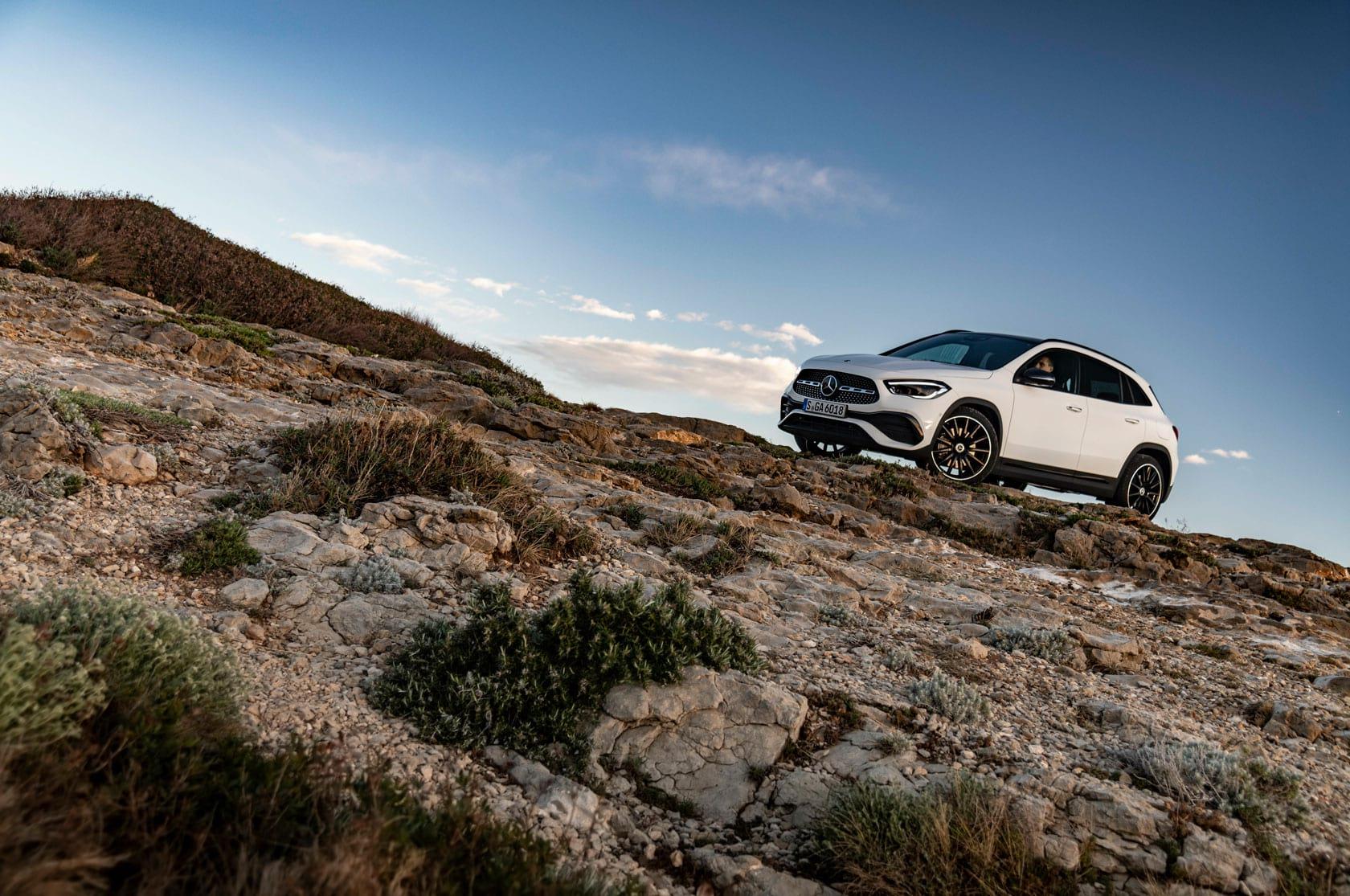 Mercedes-Benz GLA: більше функціонального простору і безпеки