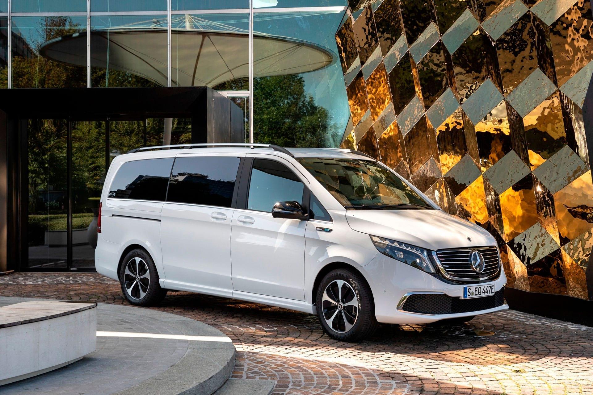 Mercedes-Benz EQV 300: главные факты о минивэне линейки EQ