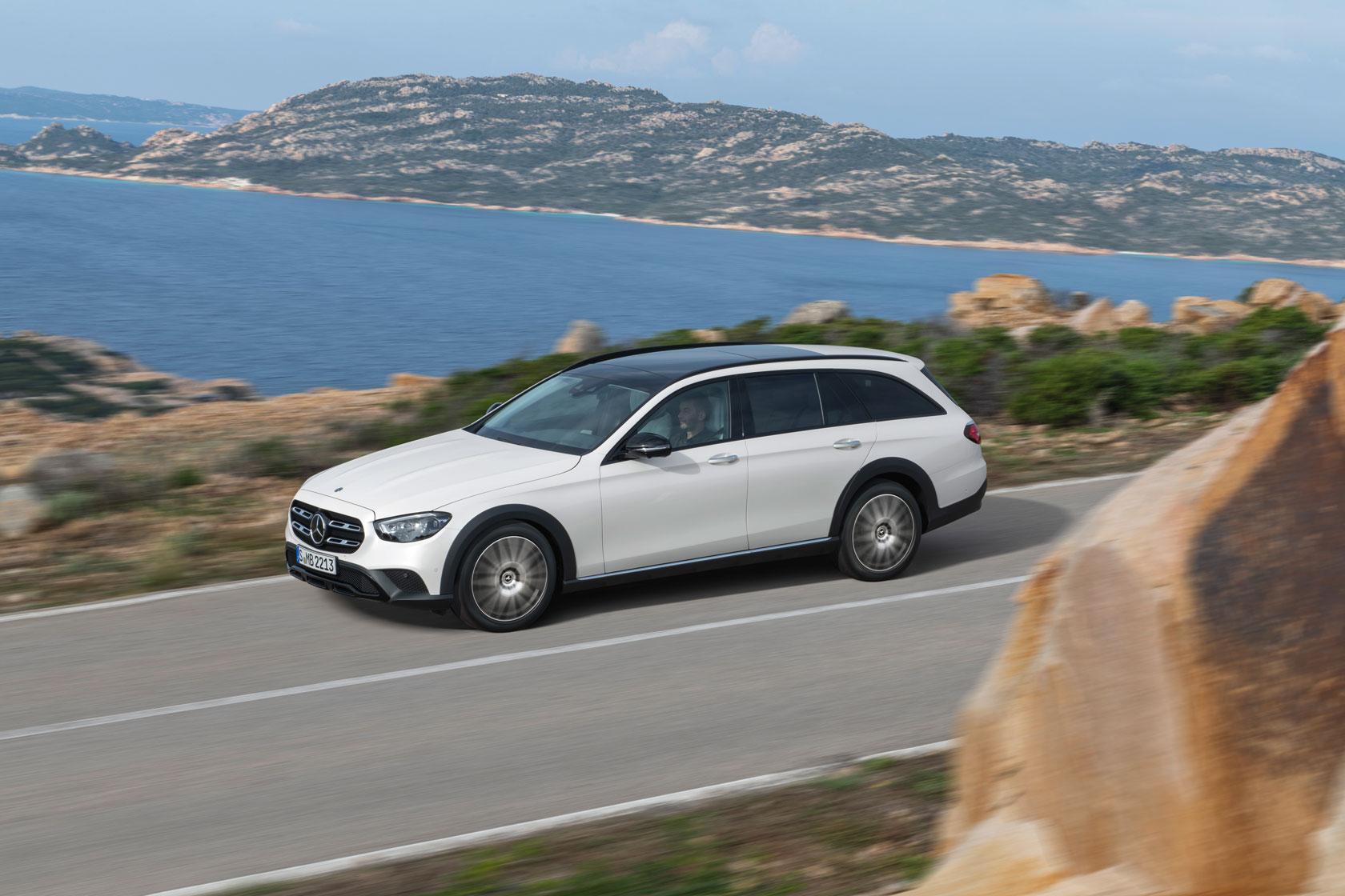 Початок продажів Mercedes-Benz E-Class седан і універсал, а також CLS