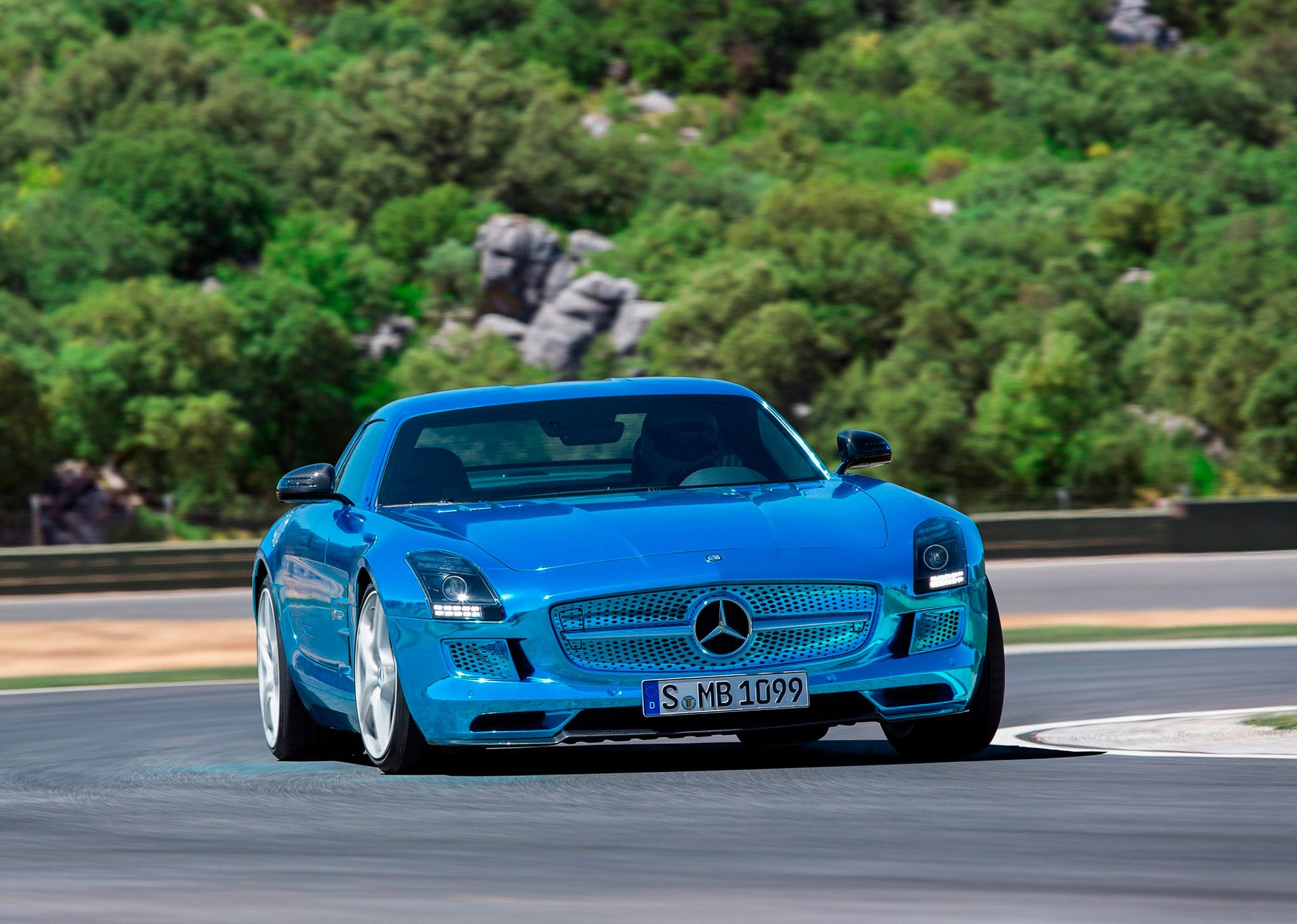Культовый автомобиль Mercedes-Benz SLS AMG Coupe