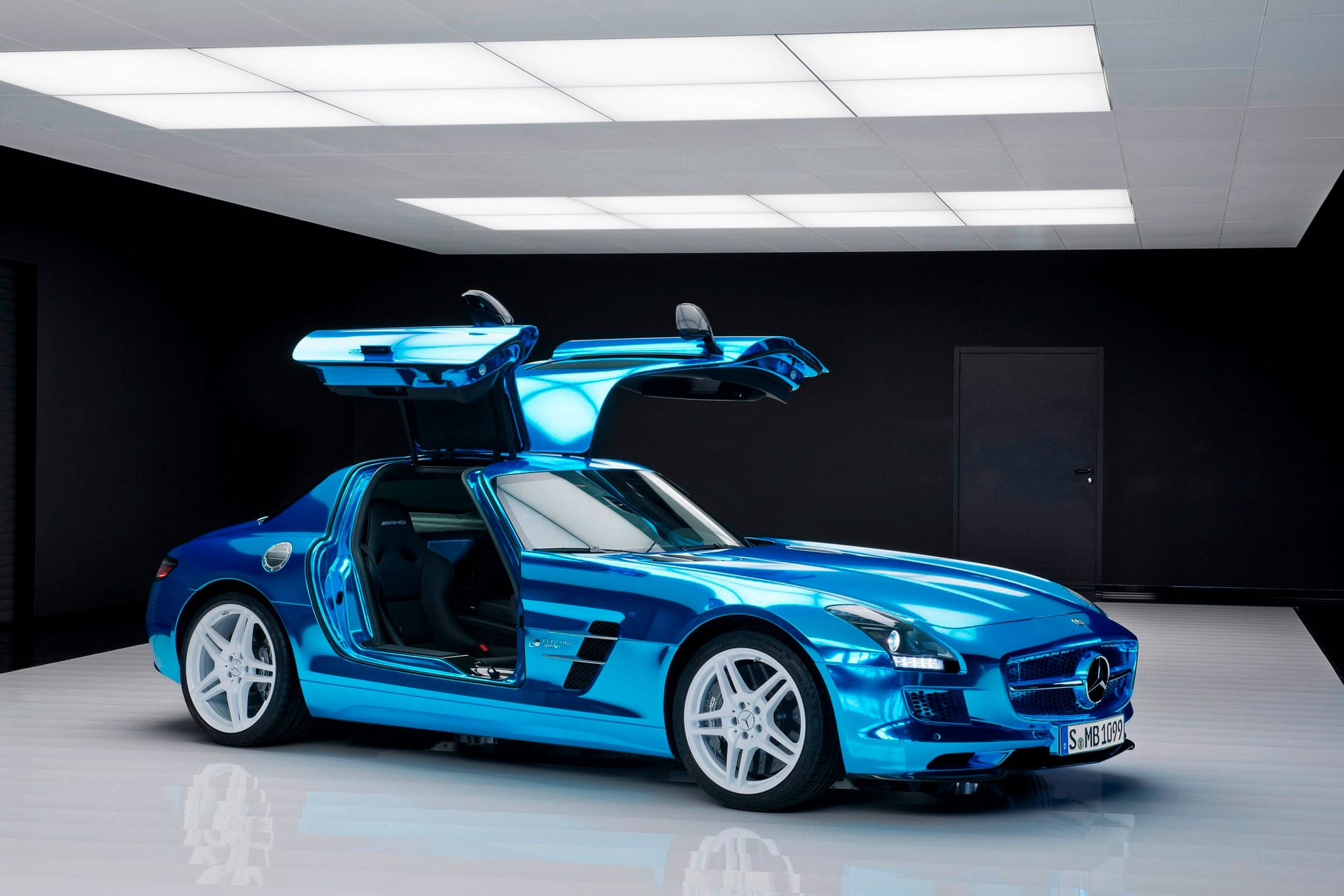 Культовый автомобиль Mercedes-Benz SLS AMG Coupe культовые двери
