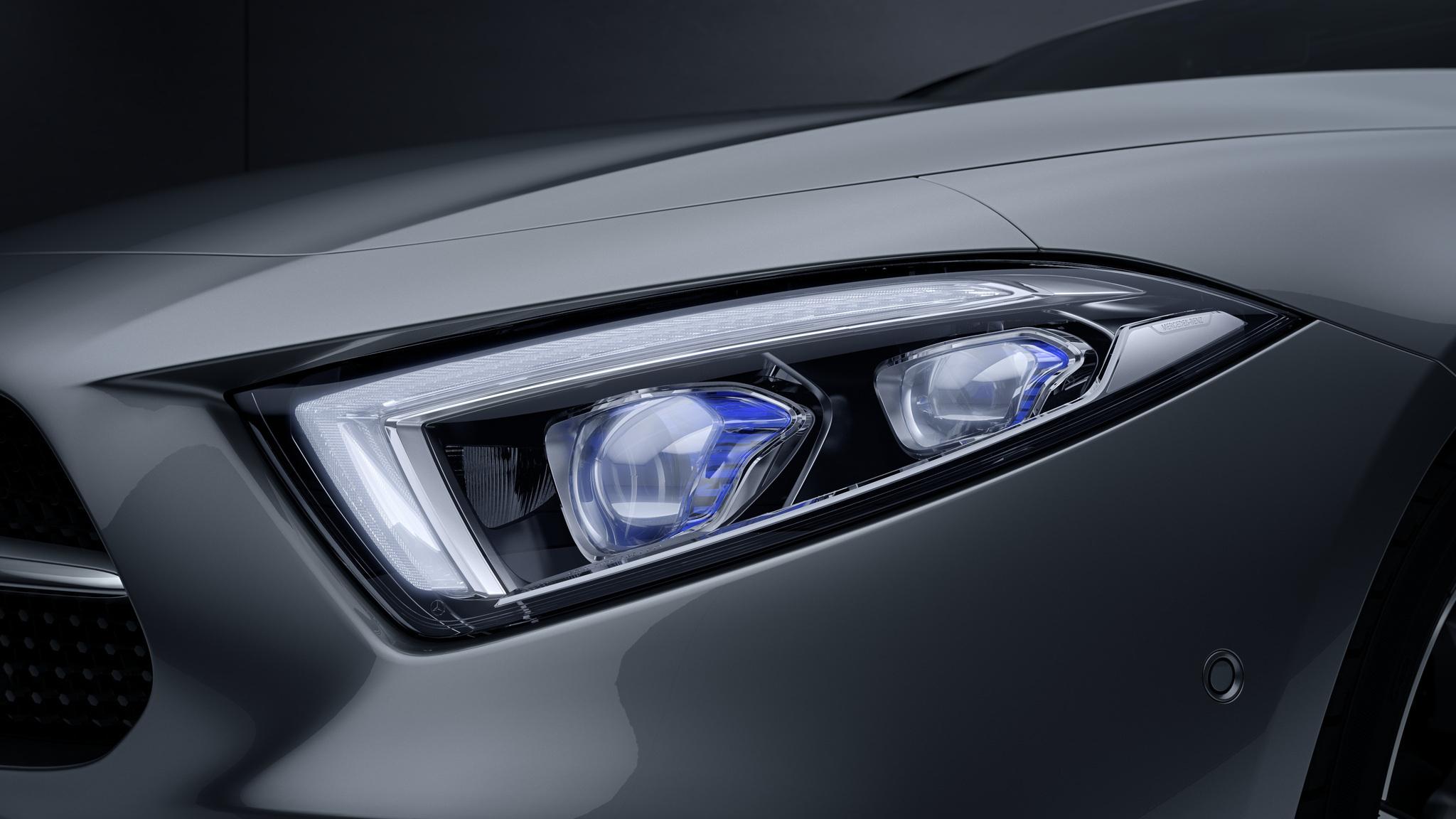 Новий CLS–Class і світлодіодні фари MULTIBEAM LED з дальнім світлом ULTRA RANGE