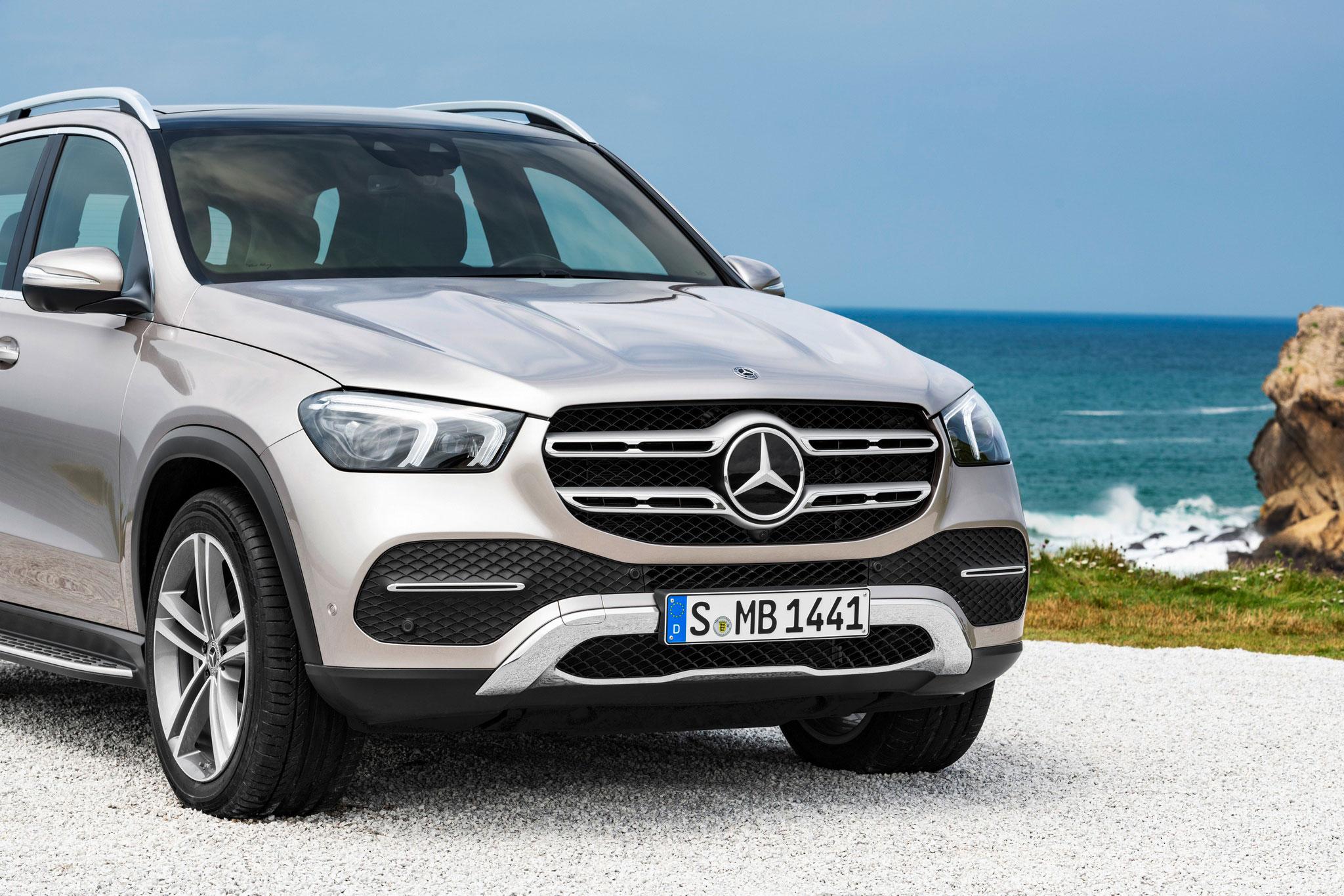 Новий Mercedes–Benz GLE: вперше доступний з асистентом їзди  з причепом