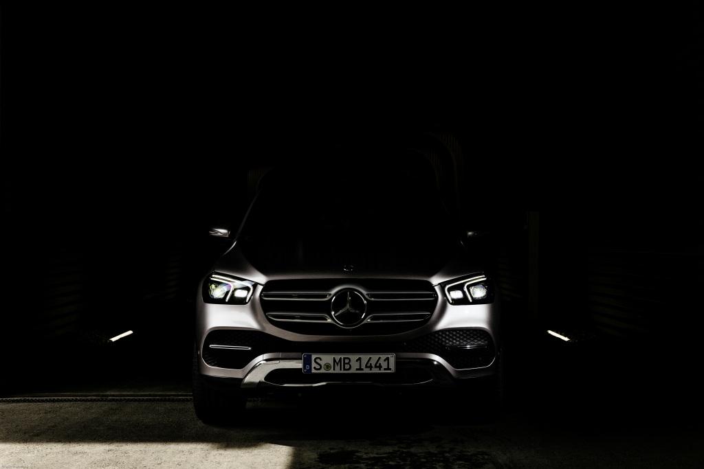 Mercedes-Benz GLE показал уникальные возможности новой подвески