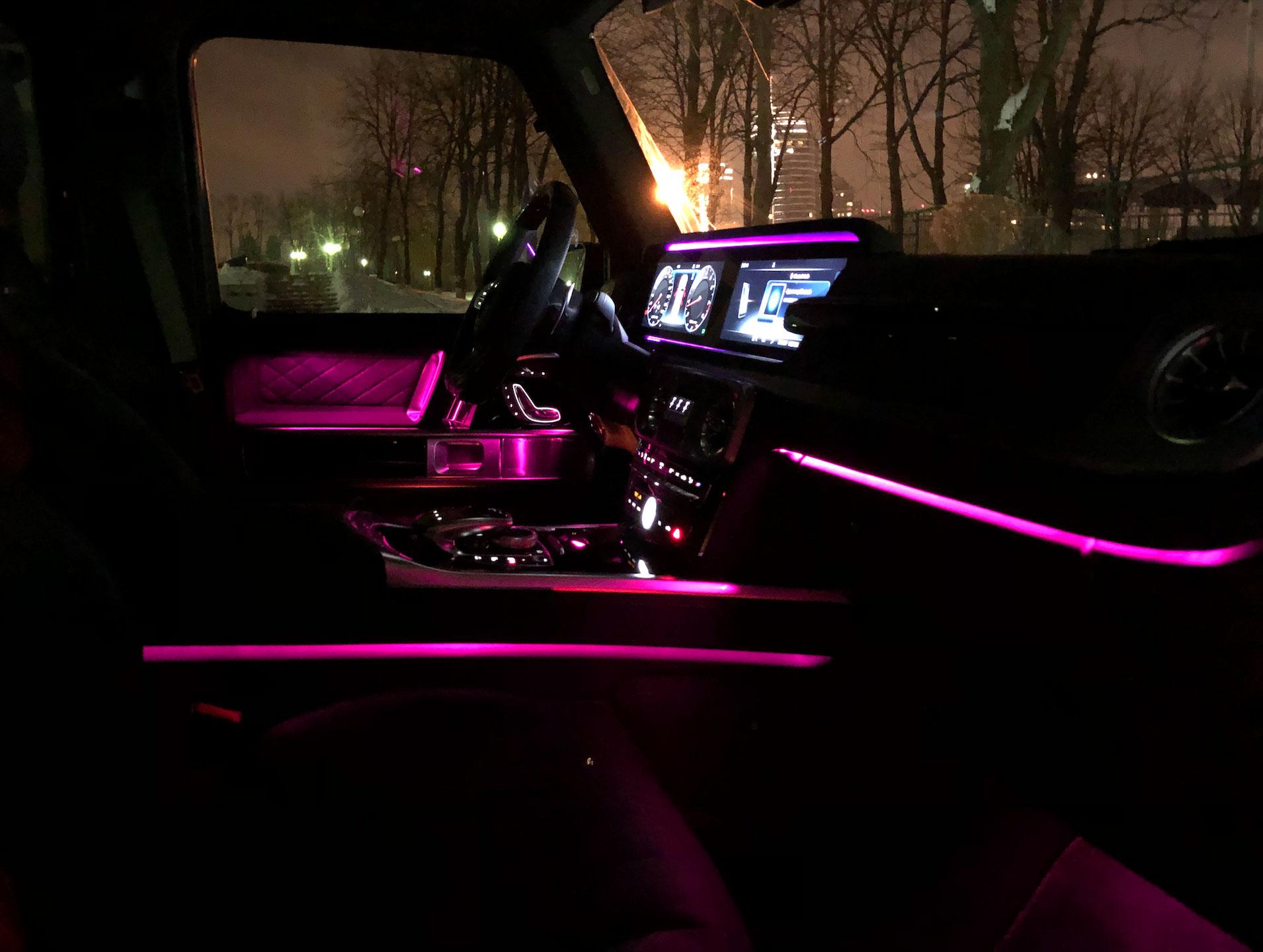 Новый Mercedes–AMG G 63: уникальная фоновая подсветка салона из 64 цветов