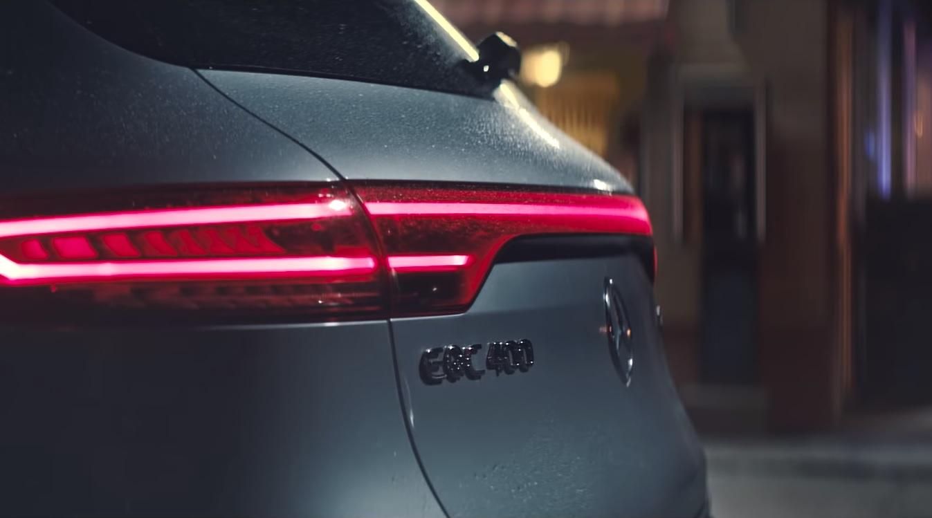 Mercedes-Benz выпустил рождественский видеоролик о новом EQC