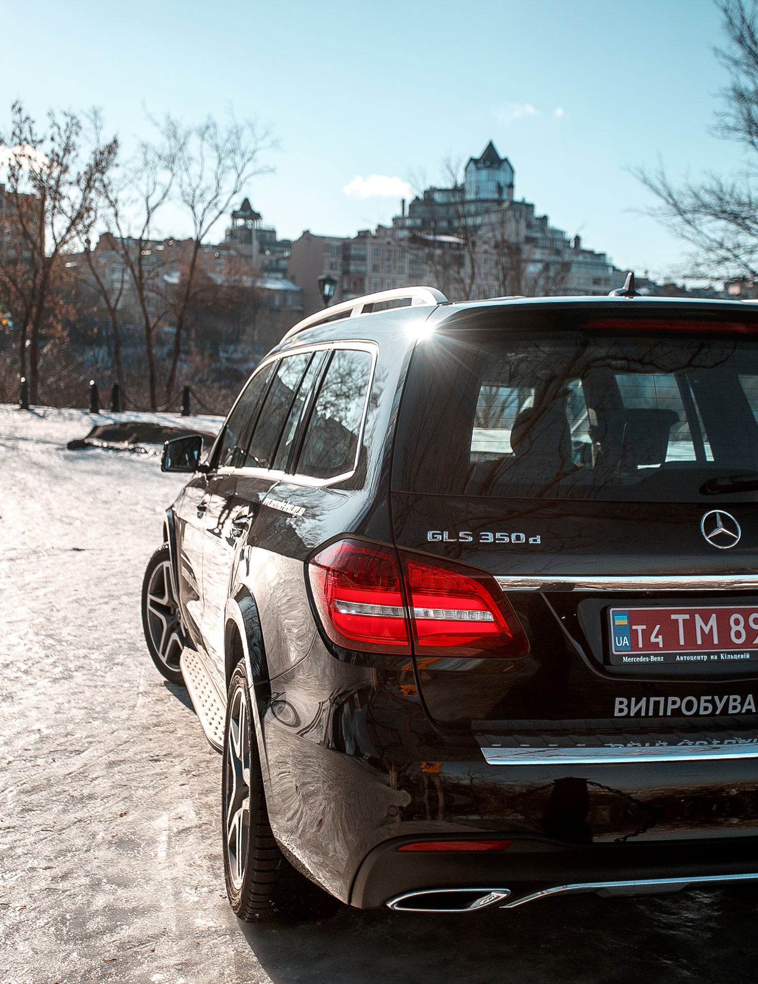 Новий автомобіль Mercedes-Benz GLS 350d задні фари