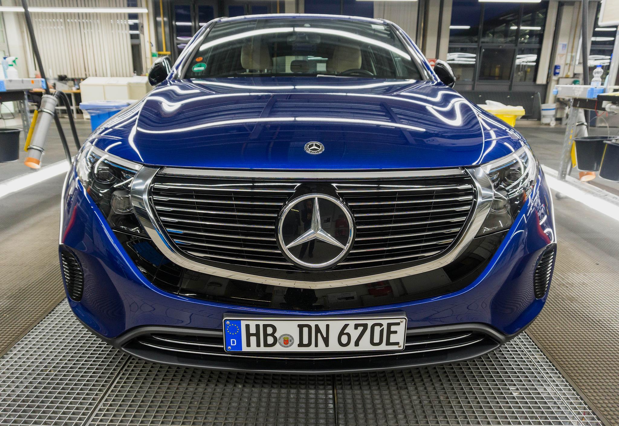 Перші поставки Mercedes-Benz EQC 2019 почнуться в червні