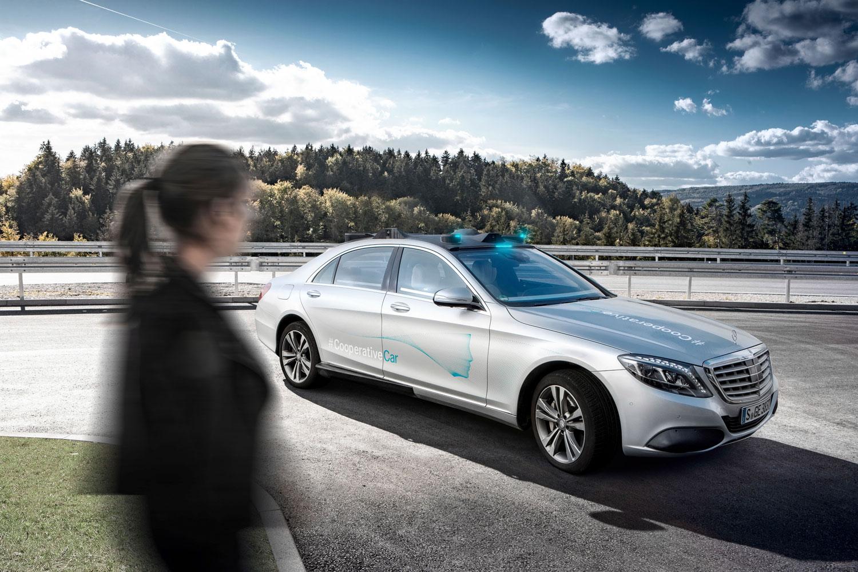 Mercedes-Benz розвиває автономне водіння
