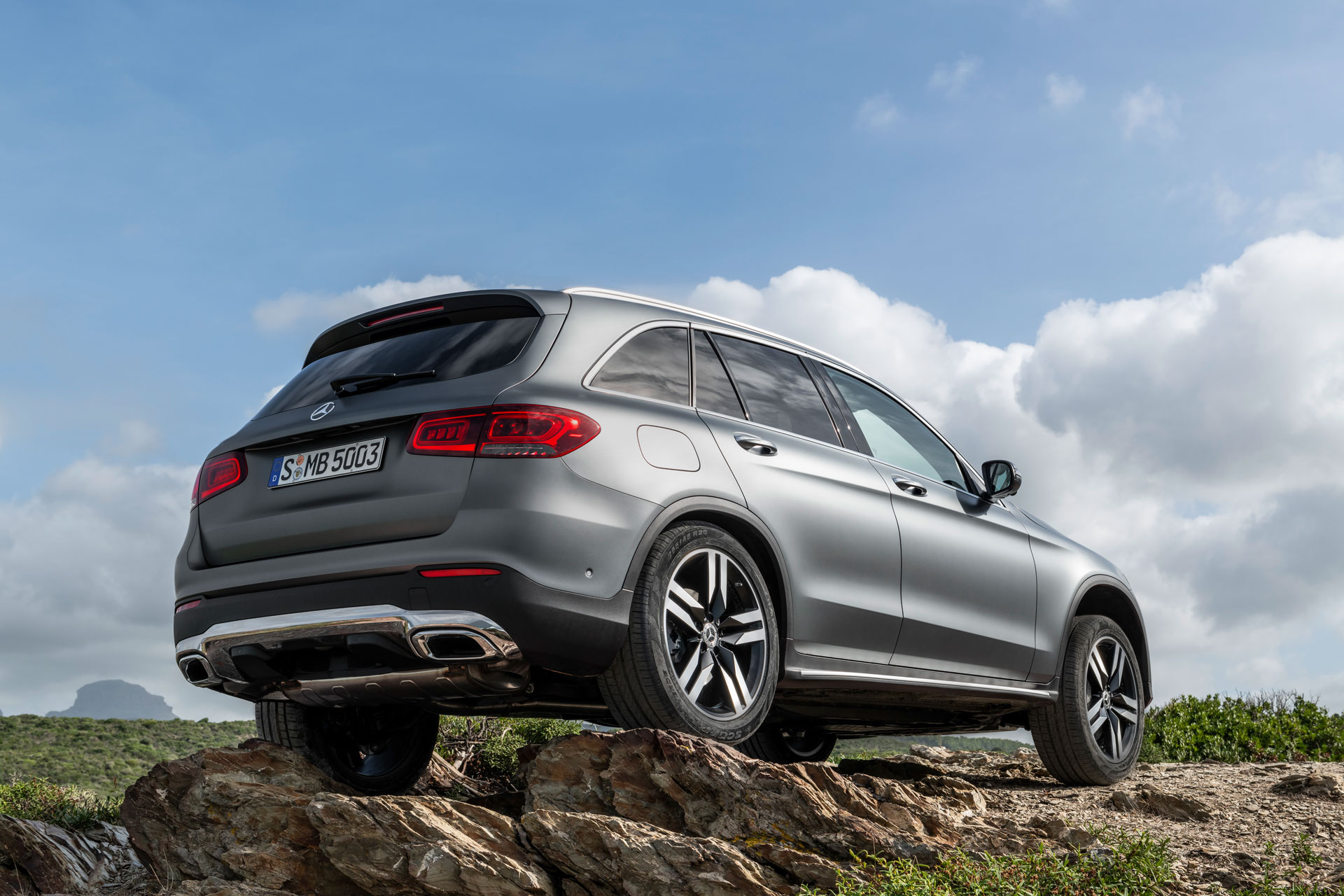Новий автомобіль Mercedes-Benz GLC 2019 задні фари